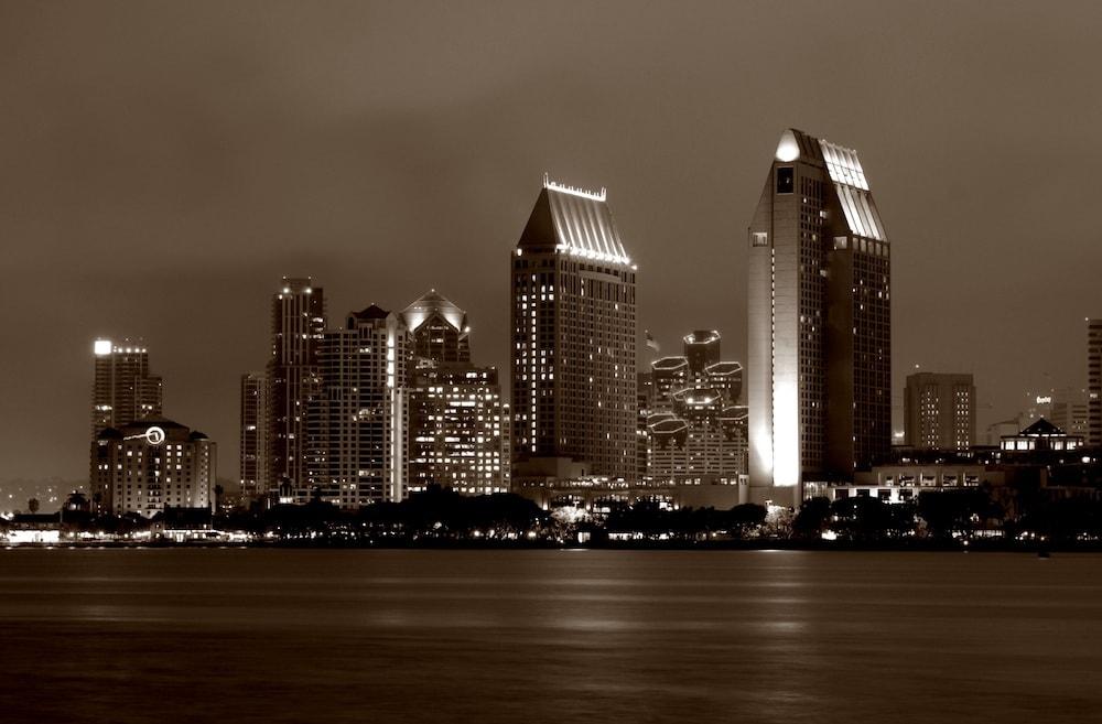 Die Skyline von San Diego mit dem Convention Center
