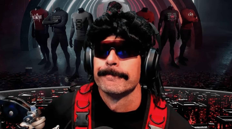 Der Doc mit Sonnenbrille, Perücke und Schnauzer