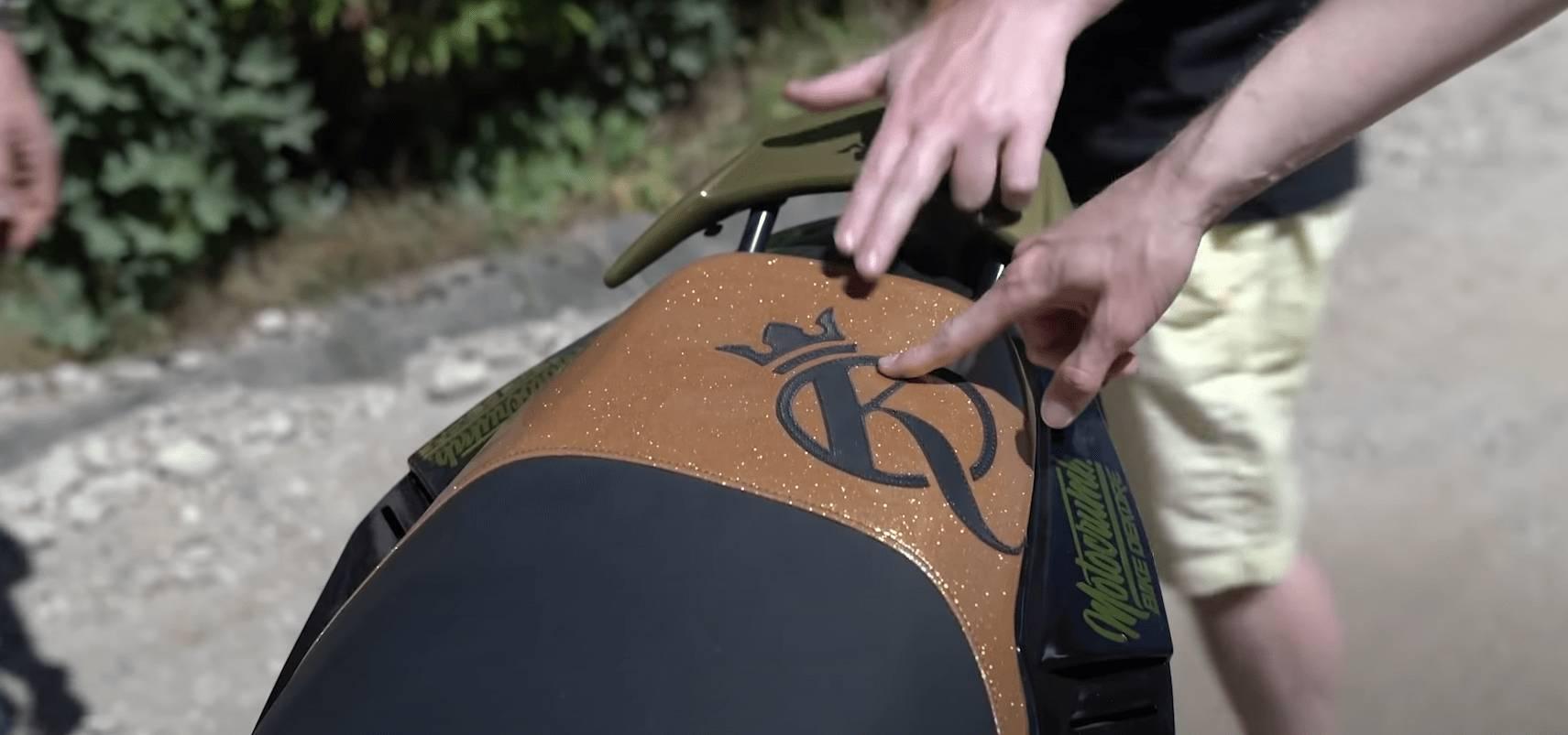 Knossi Roller Sitzbank Handarbeit Knossi Logo