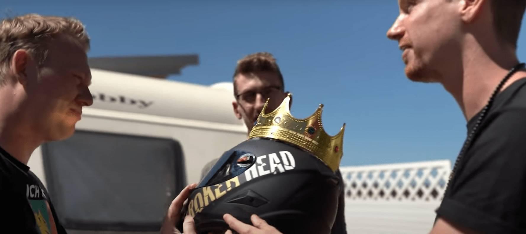 Knossi Roller Helm mit Krone