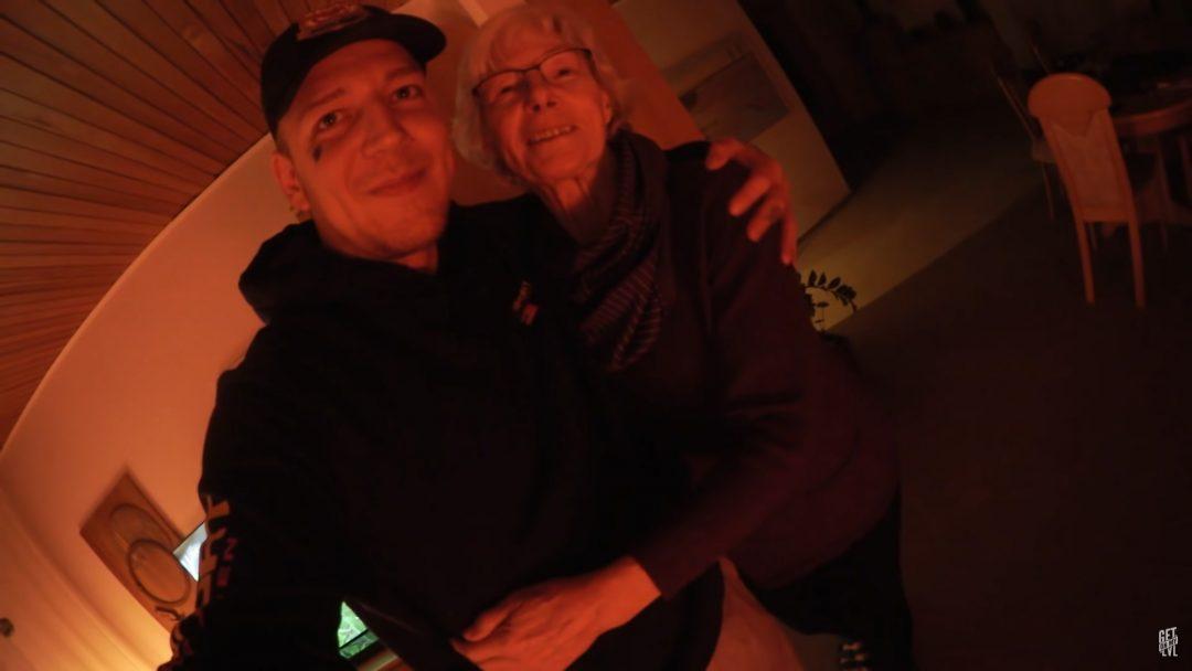 Monte zu Besuch bei seinen Großeltern