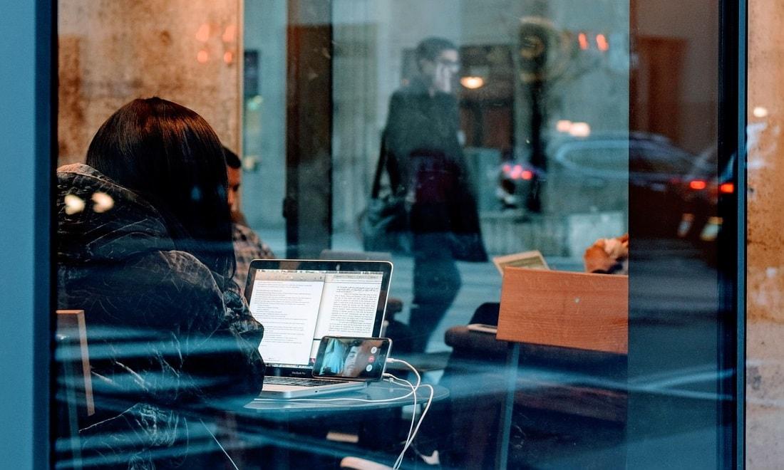 Smartphones zwischen Videocall und Webcam